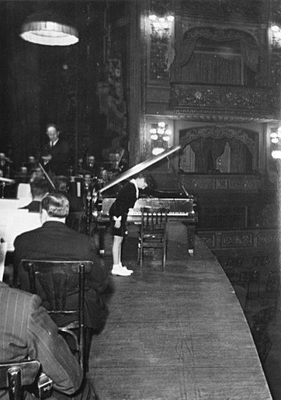 Carlos Roque Alsina avec Manuel Rosenthal au théâtre Colon 1952